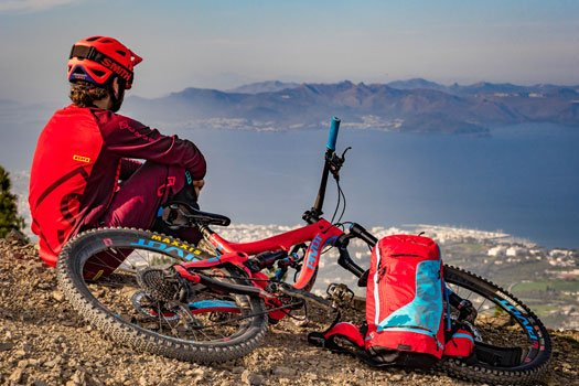 Mountainbiker auf Kos mit Panoramablick